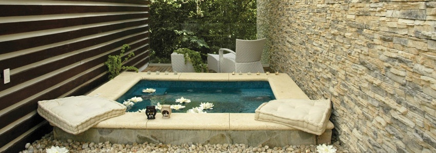 11-outdoor-spa-accent-wall.jpg