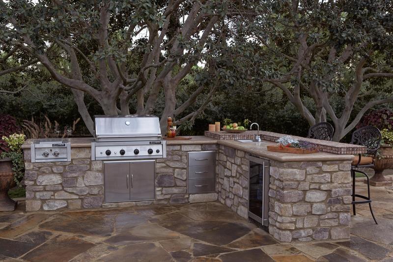 EO_Outdoor Kitchen_Fireplace_Coastal Ranch Kitchen_Murphys_04