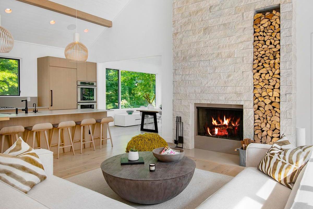 ES_Vantage 30_White Elm_Int_Fireplace_HighRes